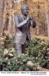 2004(ad) - Hartlauer-Statue(3x).Saxlhof